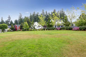 Neighborhood in Seattle during summer time. Outdoor rest area wi — Stockfoto