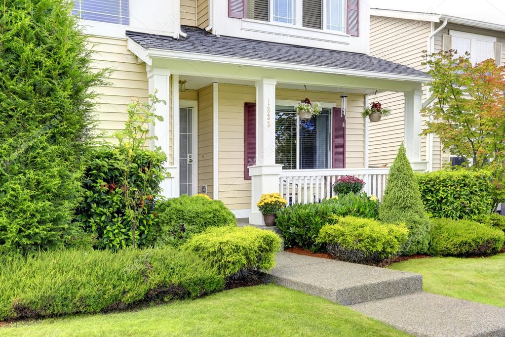 Esterno di casa americano classico portico d 39 ingresso - Ingresso casa esterno ...