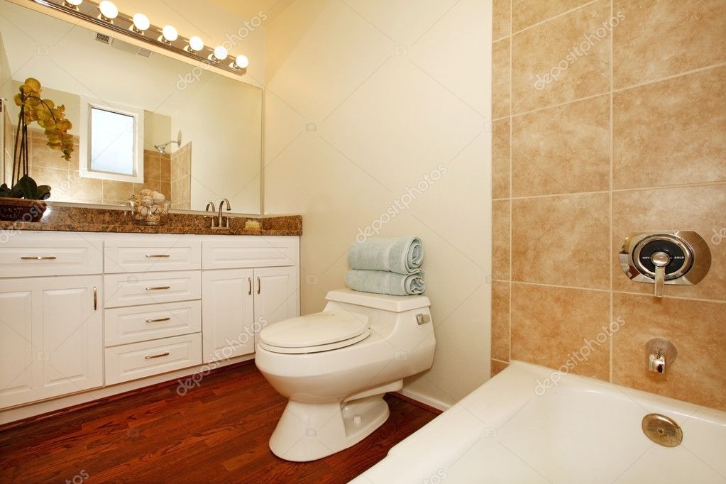 Bathroom with beige ceramic tiles and wood floor. — Stock Photo ...
