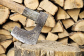 Axe and wood — Stock Photo