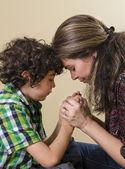 Familie bidden — Stockfoto
