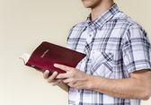Man Reading the Bible — Fotografia Stock
