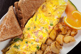 Złożyć omlet na śniadanie — Zdjęcie stockowe