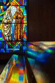 Vidro manchado em uma Igreja Católica — Fotografia Stock