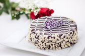 Mother's Day Cake and Roses — Стоковое фото