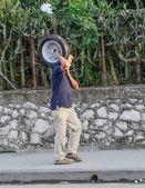 L'uomo ruota portante — Foto Stock