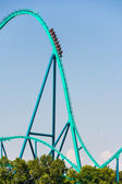 Lunaparktaki büyük roller coaster — Stok fotoğraf