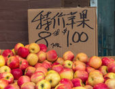 Apple display in a small business in Chinatown in Toronto, Canada — Stock Photo