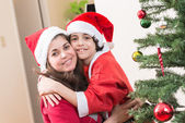 Hispanic Family and Child having fun decorating a Christmas tree — Stock fotografie