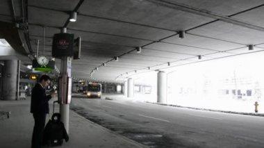 Transport en commun à l'aéroport international pearson de toronto — Vidéo