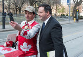 Jason Kenney Minister of Employment in Canada with Mr. Canada a popular character in Toronto — Stock Photo