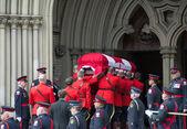 Rcmp manipula jim caixão flaherty dentro da igreja — Foto Stock