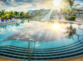 Resort swimming pool in tropical country — Stockfoto