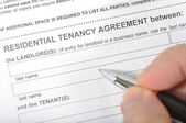 Signing a rental contract — Stock Photo