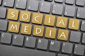 Klavye üzerindeki sosyal medya — Stok fotoğraf