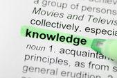Groene marker op kennis woord — Stockfoto