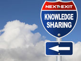 Knowledge sharing road sign — Stock Photo