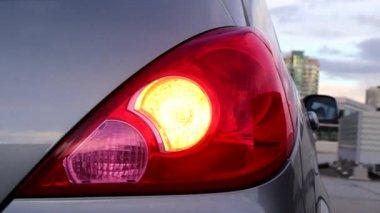 Flashing orange blinker light on rear lamp — Vídeo de stock