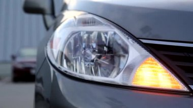 Flashing orange blinker light on front lamp — Stock Video