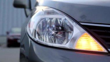 Flashing orange blinker light on front lamp — Vídeo de stock