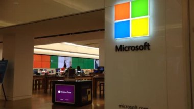 Exterior of a Microsoft store — Stock Video