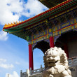Chinese temple with sculpture — Stock Photo