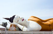 Reclining Buddha with sky — Stock Photo