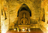 Ancient Buddha image in cave — Stock Photo