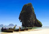 Boat and Happy Island — 图库照片