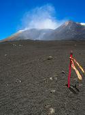 Etna üst kısmında sinyal sopa — Stok fotoğraf