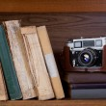 Camera and book — Stockfoto