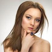 Closeup fashion portrait of young beautiful woman — Stock Photo