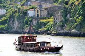 Traditional cruise boat in river Douro — Stock Photo