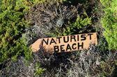 Sinal de praia naturista — Fotografia Stock