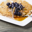 Golden Maple Syrup with Blueberry Pancakes — Lizenzfreies Foto