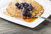 Golden Maple Syrup with Blueberry Pancakes — Stock Photo