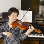 Senior Adult Women Playing the Violin — Stock Photo #18814959