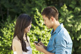 Young Adult Man proposes to his Girlfriend — Stockfoto