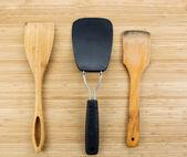 Daily Kitchen Spatulas on Bamboo — Foto Stock