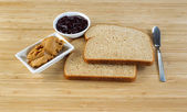 Making Peanut butter and Jelly Sandwich — Stock Photo