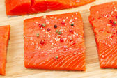 Wild Salmon coated with Sea Salt and Peppercorn — Zdjęcie stockowe