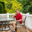 Man enjoying nice day outdoors while drinking beer — Stock Photo #47636891