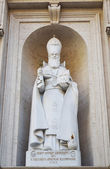 Statue of St Gregorius Armeniae Illuminator, St Peter s basilica in Vatican, Rome, Italy — Stock Photo
