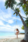 Womain in beach hammock — Stok fotoğraf