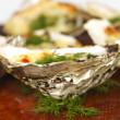 Oysters under cheese and dill - 图库照片