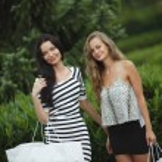 Two woman shopping — Stock Photo