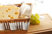 Cheese and grape close up — Stockfoto