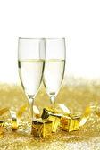 Champagne con regalo di natale — Foto Stock