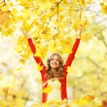 Happy woman in autumn park — Stock Photo #34744847