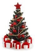 Geschmückten weihnachtsbaum auf weißem hintergrund — Stockfoto
